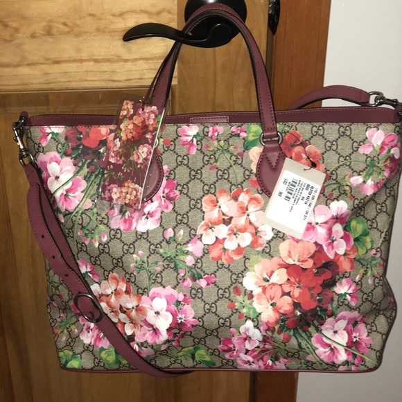 b7ce63463b29 Gucci Bags | Soft Gg Supreme Canvas Blooms Tote Bag | Poshmark